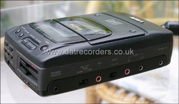 AIWA HD-S100 Portable DAT Recorder